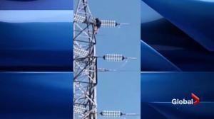 Sainte-Adèle teen films peers climbing Hydro pole