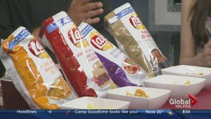 Tasting new Lays potato chip flavours