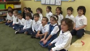 Kindergarten class sings a cute weather song about Anthony Farnell