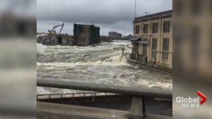 Video shows crested Ottawa River as it continues to rage