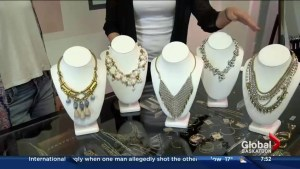 Statement necklaces in Style in 60