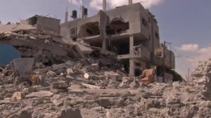 Raw video: Gaza residents returned to  pack up belongings during cease fire