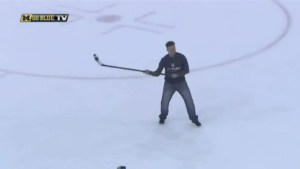 Michigan hockey legend Mike Legg replicates lacrosse-style goal from across the ice