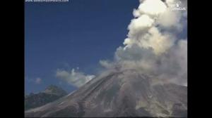 Timelapse video: Mexico's Colima volcano erupts