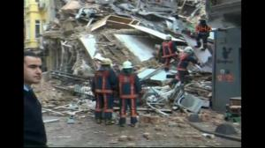 Raw video: Aftermath of building collapse in Turkey