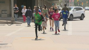 Winnipeg run club helping students from different backgrounds bond