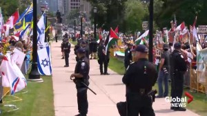 Raw video: Pro-Israel and pro-Palestinian protesters gather at Queen's Park