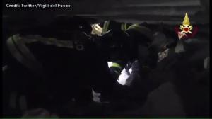 Raw video: Rescuers continue to scour through rubble in central Italy following earthquake
