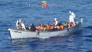 Footage of Italian navy rescues more than 1,000 migrants