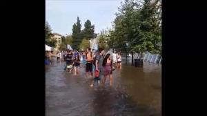 Raw video: Students capture moments following water main break at UCLA