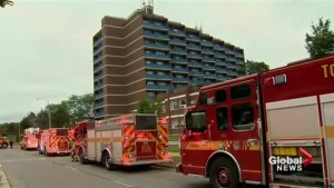 1 woman dead after apartment building fire in Toronto