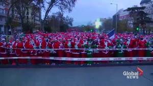 Thousands take part in Santa charity run in Spain