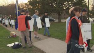 Public high school teachers in Peel hit picket lines