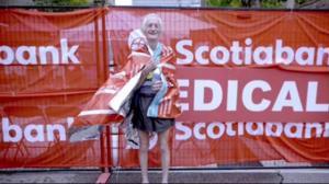 85-year-old sets world record at Toronto Marathon