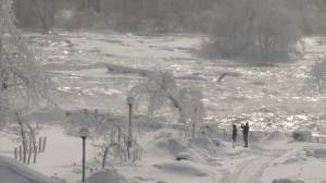 Tourists flock to Niagara Falls for icy wonderland