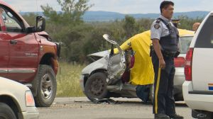 Man dead, kids in hospital after Highway 22 crash west of Calgary