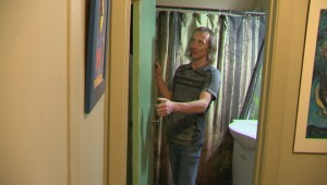 EXTENDED: Montreal tenant gives tour of 'dirty' apartment