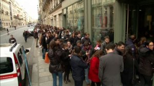 Hundreds of French citizens wait in line to donate blood to victims of Paris attacks