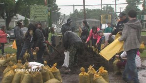Medicine Hat volunteers fill sandbags