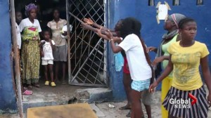 Angry mob raids Liberia Ebola treatment clinic