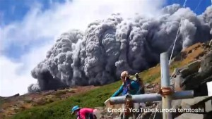 Amazing cellphone video of climbers fleeing eruption on Mount Ontake
