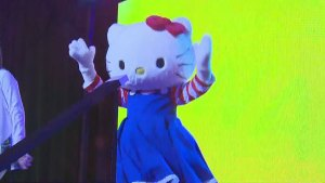 Hello Kitty convention draws thousands