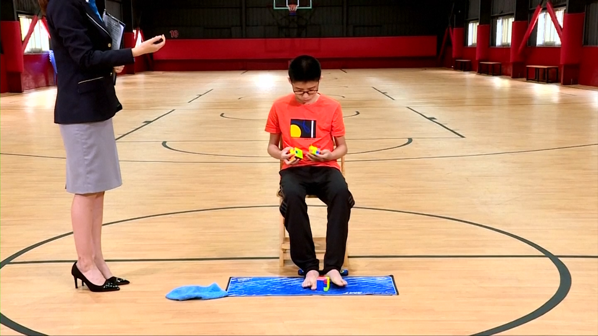 Rubik's Cube Montreal Chinese Teenager Breaks Rubik S Cube World Record By Solving With Hands And Feet