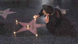 Fans visit Bowie's Hollywood star moments after artist's death