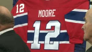 Montrealers say goodbye to Habs legend Dickie Moore at public visitation