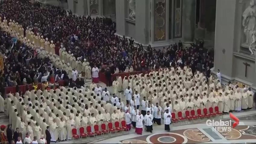 Thousands attend Christmas Eve mass at the Vatican
