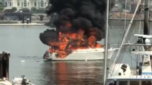 Flames engulf boat at Victoria's Fisherman's Wharf