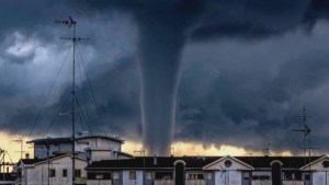 American tourists capture rare tornado over Venice