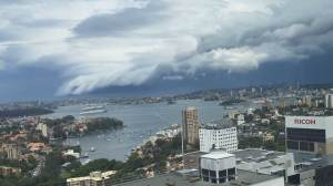 Timelapse footage shows amazing shelf cloud over Sydney
