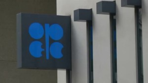 OPEC agrees to cut oil production output