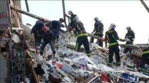 Raw video: Aftermath of deadly building collapse in Paris
