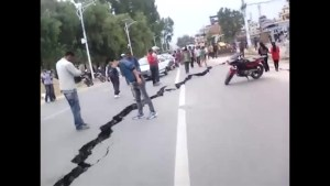Footage shows huge cracks in road after Nepal earthquake