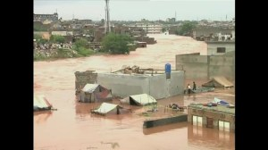 Raw video: Heavy monsoon rains trigger flooding in Pakistan