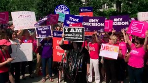 U.S. Supreme Court strikes down Texas abortion clinic regulations