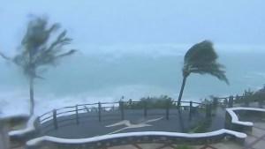 Hurricane Nicole batters Bermuda