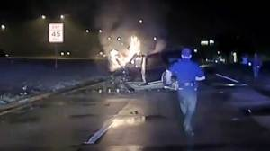 Police officers praised for pulling man from burning car