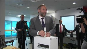 Tom Mulcair casts his vote at advanced poll