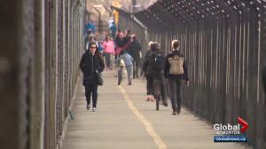 Edmonton seeks solution to cycling issue on High Level Bridge