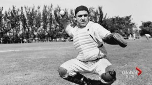 New York Yankees catcher Yogi Berra dies at 90