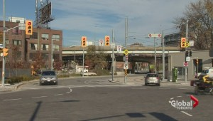 Confusing intersection at Eastern and Cherry causing cars to turn into streetcar tracks