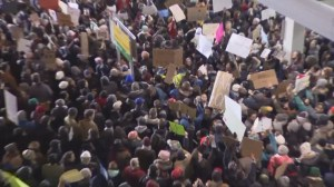 Hundreds gather at JFK to protest's Trump's refugee ban
