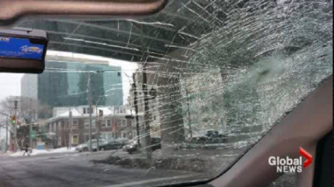 Gardiner Expressway : Concrete falls from aging gardiner expressway shatters windshield