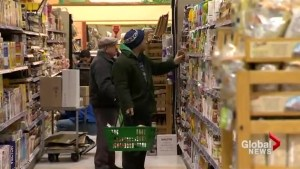 Last minute grocery shoppers flock to stores in Toronto