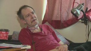 Winnipeg man sent home from hospital with 'proctor' early, left in sun with no keys