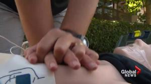 CPR performance anxiety when saving strangers
