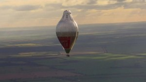 Russian balloonist sets flying around the world record